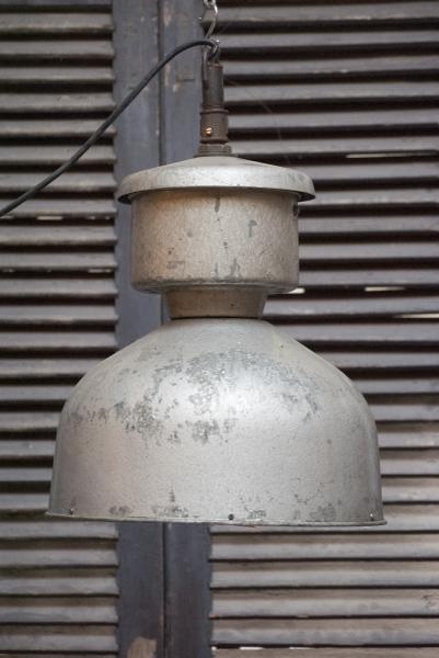 grote stoere indusrieele lamp trompetlamp la folie antiek brocante vintage roestig stoer authentiek large industrial lamp
