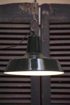 Grote Industriele lamp La folie  industrie lamp Den Bosch 's-Hertogenbosch antiek lampe d attelier fabriekslamp emaille geemailleerd  bosche noord brabant noord-brabant oeteldonk stad winkel shop kopen in de buurt fabriekslamp