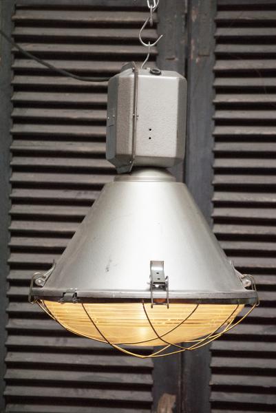 Grote stoere industriele lamp la folie antiek den bosch nederland industrie lamp sterk dik glas met kooi