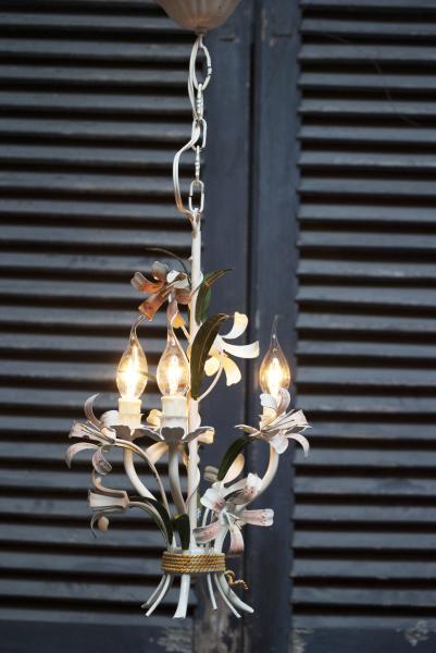 Kroonluchter plaffondier zakkroonluchter kristallen ijzer brons koper goud kleurig prachtig la folie antiek industrie lamp Den Bosch 's-Hertogenbosch  bosche noord brabant noord-brabant oeteldonk stad winkel shop kopen in de buurt antieke franse kroonluchter kopen La Folie Antiek kroonluchters industrieel industriele lampen brocante romantiek romantische sfeer meubels meubelen beelden antieke brons koper ijzer glas kristal chandelier  bronze romantic iron crystal glass antiques furnature Den Bosch 's-Hertogenbosch spiegels stoelen meubels tafels boeren kloostertafel beelden maria madonna met kind johannus de doper 1800 19e eeuw