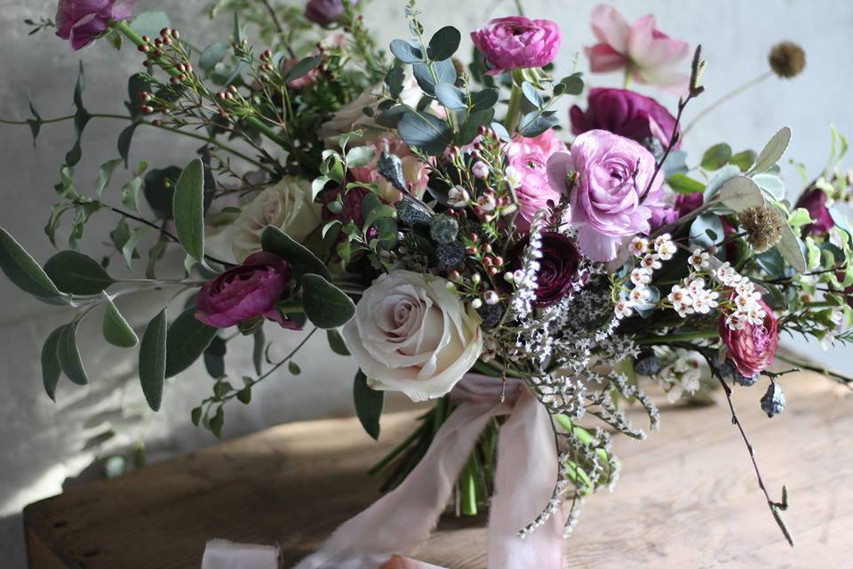 Wild and relaxed style bridal bouquet