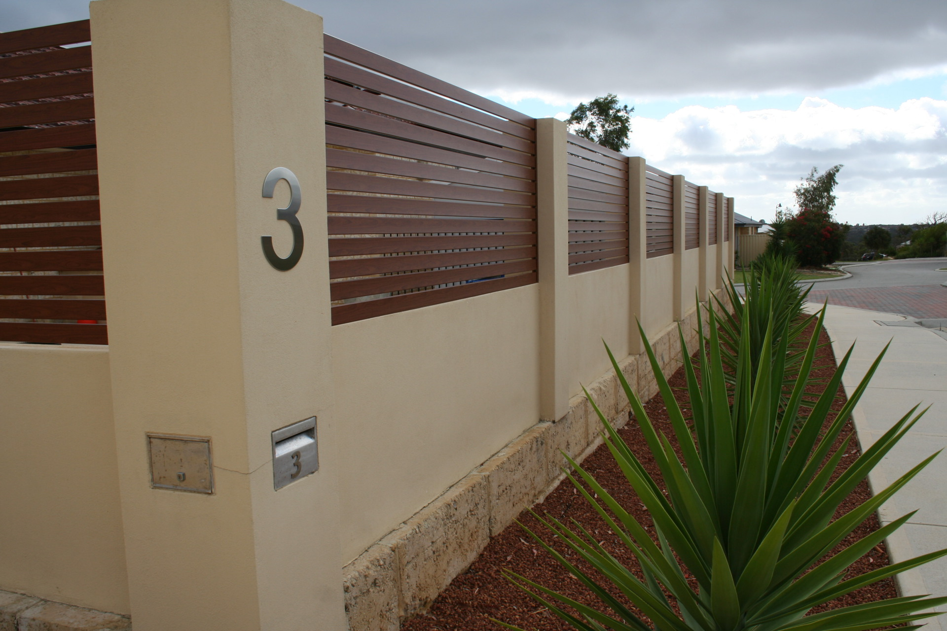 Aluminium fencing, fencing perth, slat fencing, slat gates, custom fencing, aluminium, knotwood, timber look, fecning and gates, best fencing perth