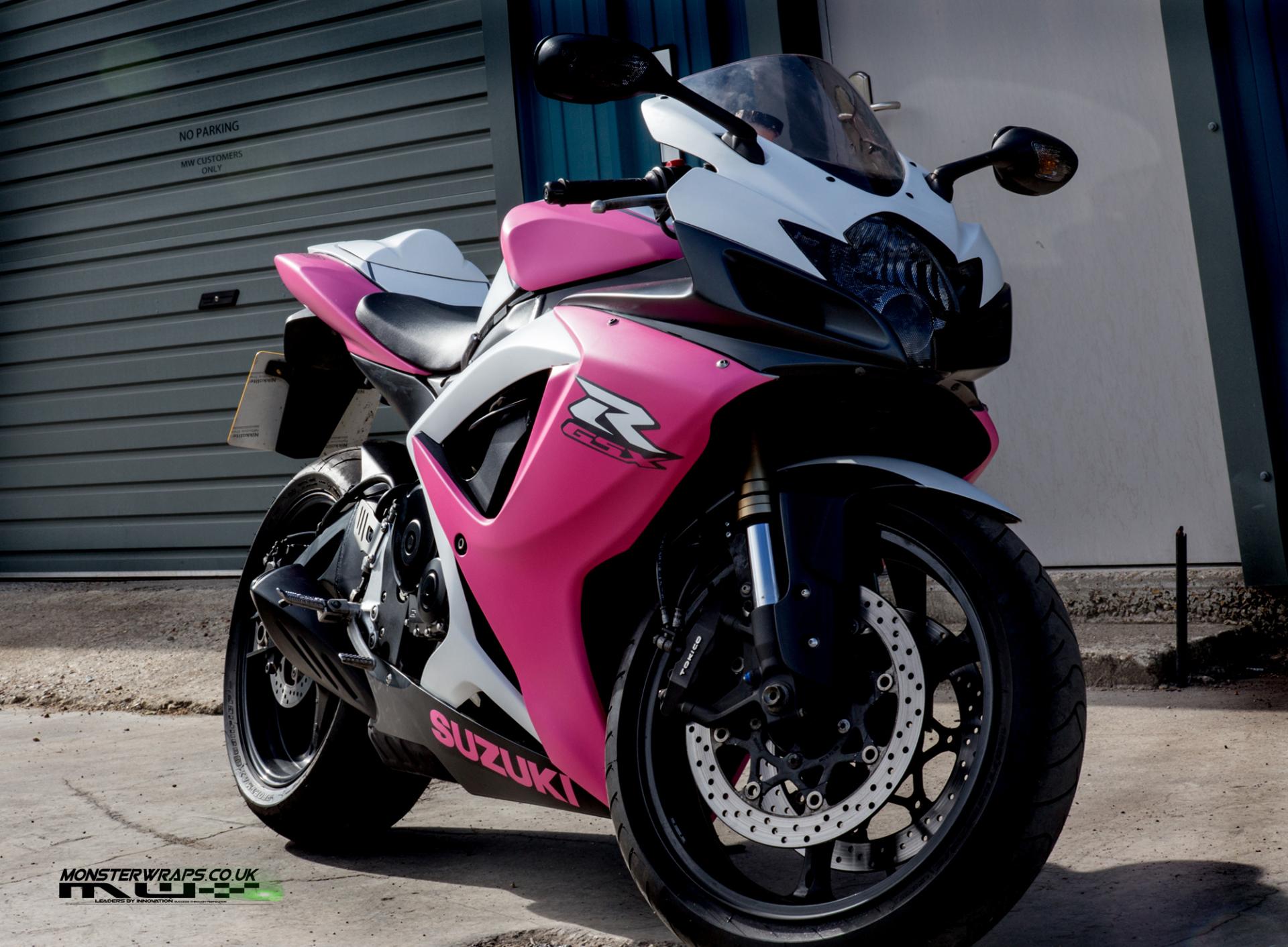Suzuki GSXR 600 Full wrap to matte white and matte pink 3M bike wrap