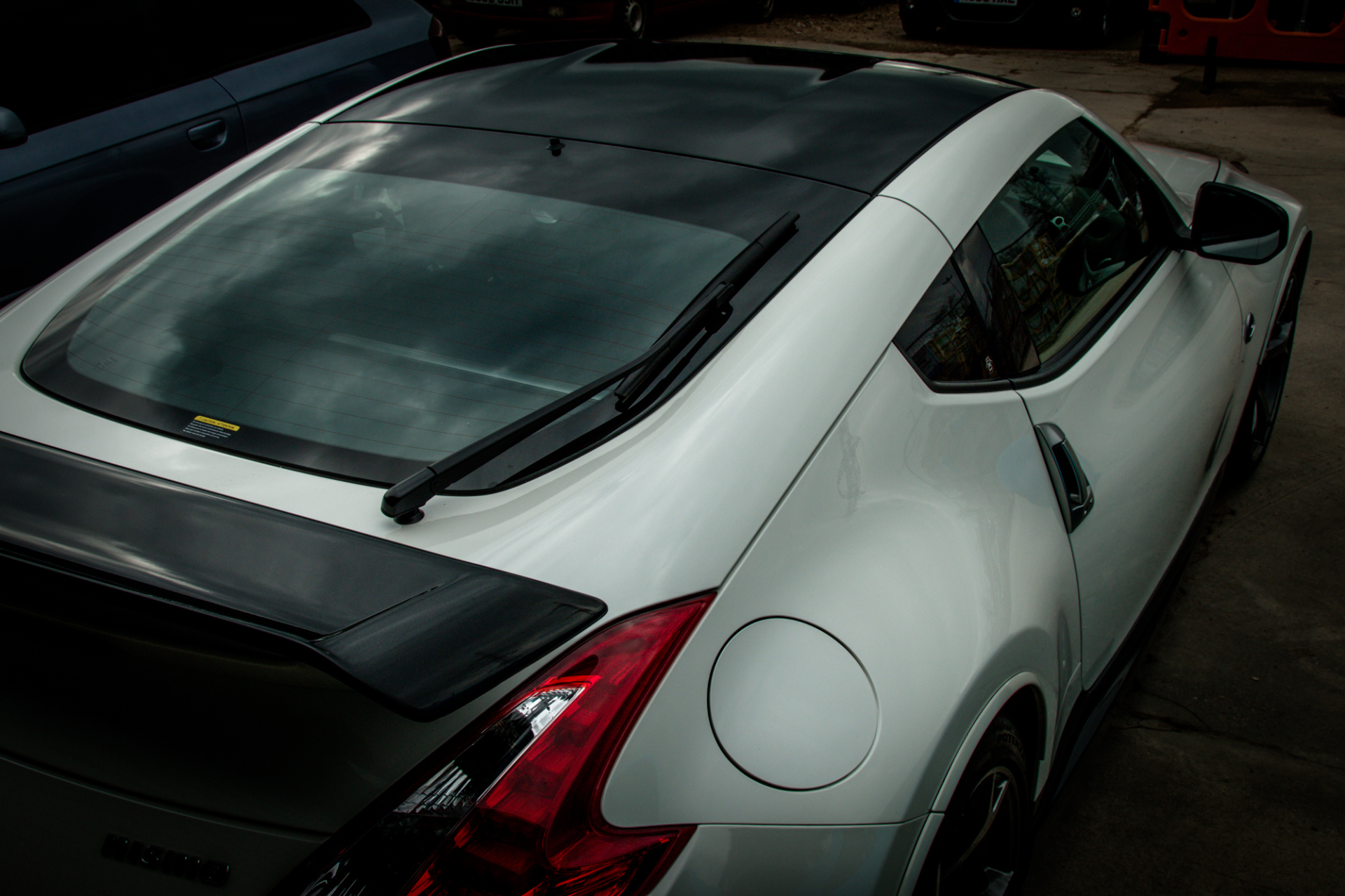 Nissan 370Z Gloss black roof wrap