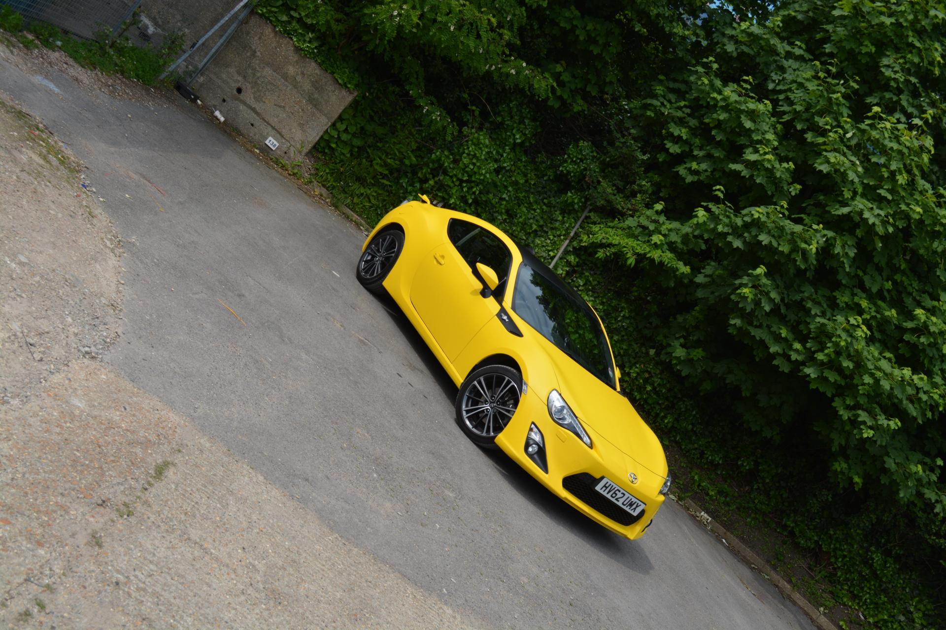Toyota GT86 Matte yellow wrap