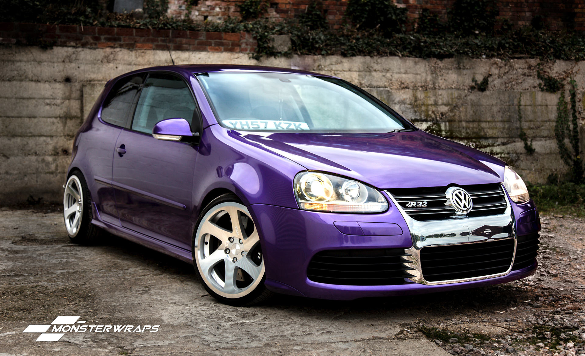 Gloss metallic purple car wrap colour
