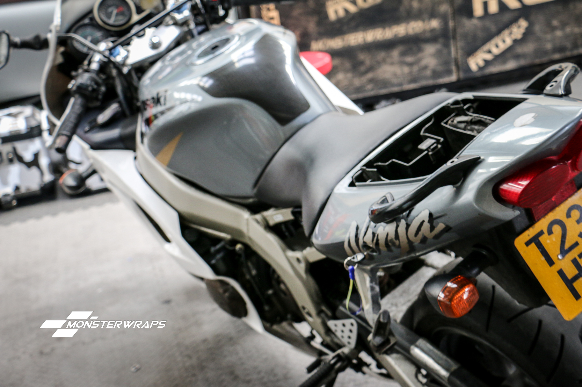 Kawasaki Ninja Custom camo wrap