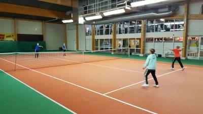 Slicen joululahja pelaajille. Ilmainen mailapelikoulun ja tenniskoulujen kokeilu!