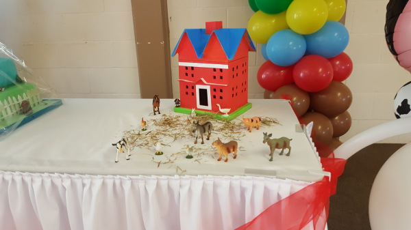 Farm Party, cake table decor!!!