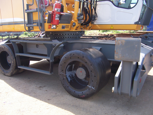 Material Handler Super Single Solid Tyre