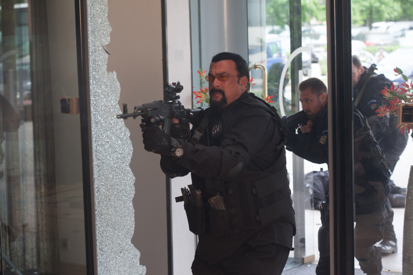 "More Images and a Clip Debuts for Steven Seagal's New Action-Thriller ""Cartels"""