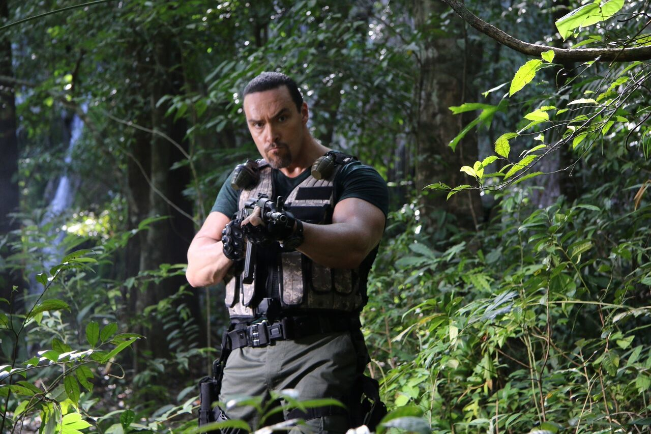 Review: SHOWDOWN IN MANILA Brings the 90's Action Fun Back to the Cinema