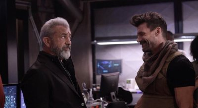 BOSS LEVEL: Frank Grillo & Mel Gibson's New Action-Thriller Debuts New Set Pics!
