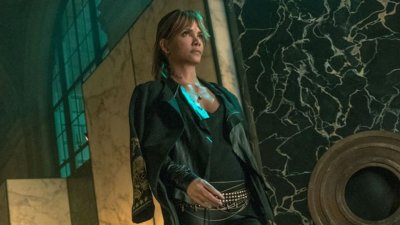 Halle Berry will Star in and Make Her Directorial Debut in the New MMA Thriller BRUISED