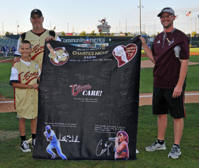 Jacob Sprinkle Receives Gift from GGC and the T-Bones