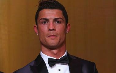 Ronaldo doa camisola para leilão solidário