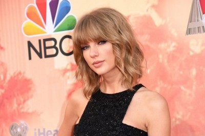 Vídeo: Taylor Swift emociona-se em concerto
