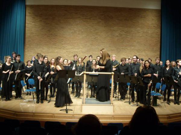 Cambridge University Wind Orchestra 2014 with soloist Rosalind Ridout