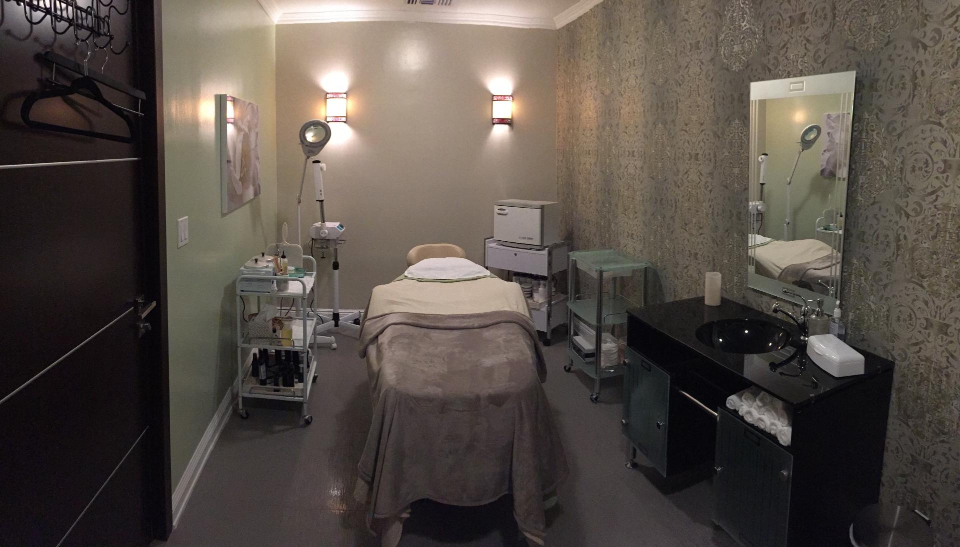 Facial Room