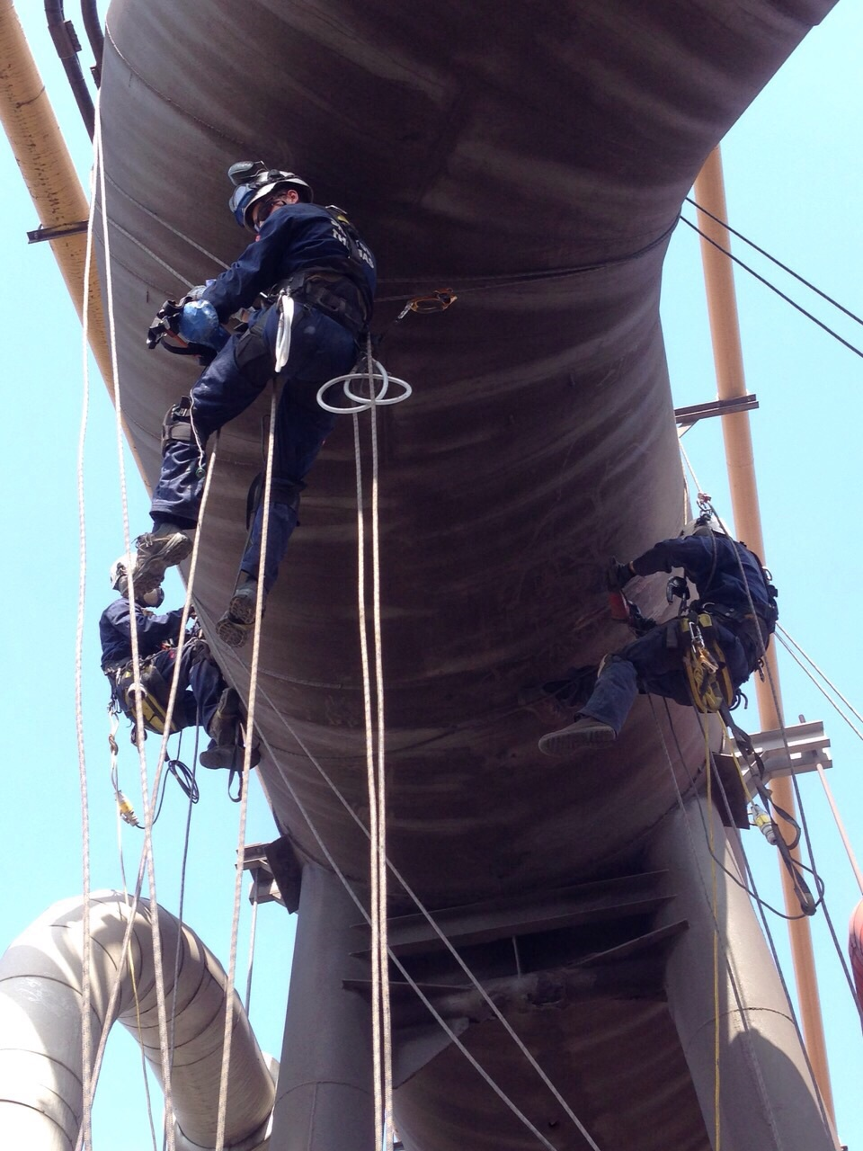 <Aspect3Sixty Industrial rope access and pipeline inspection Paint removal>