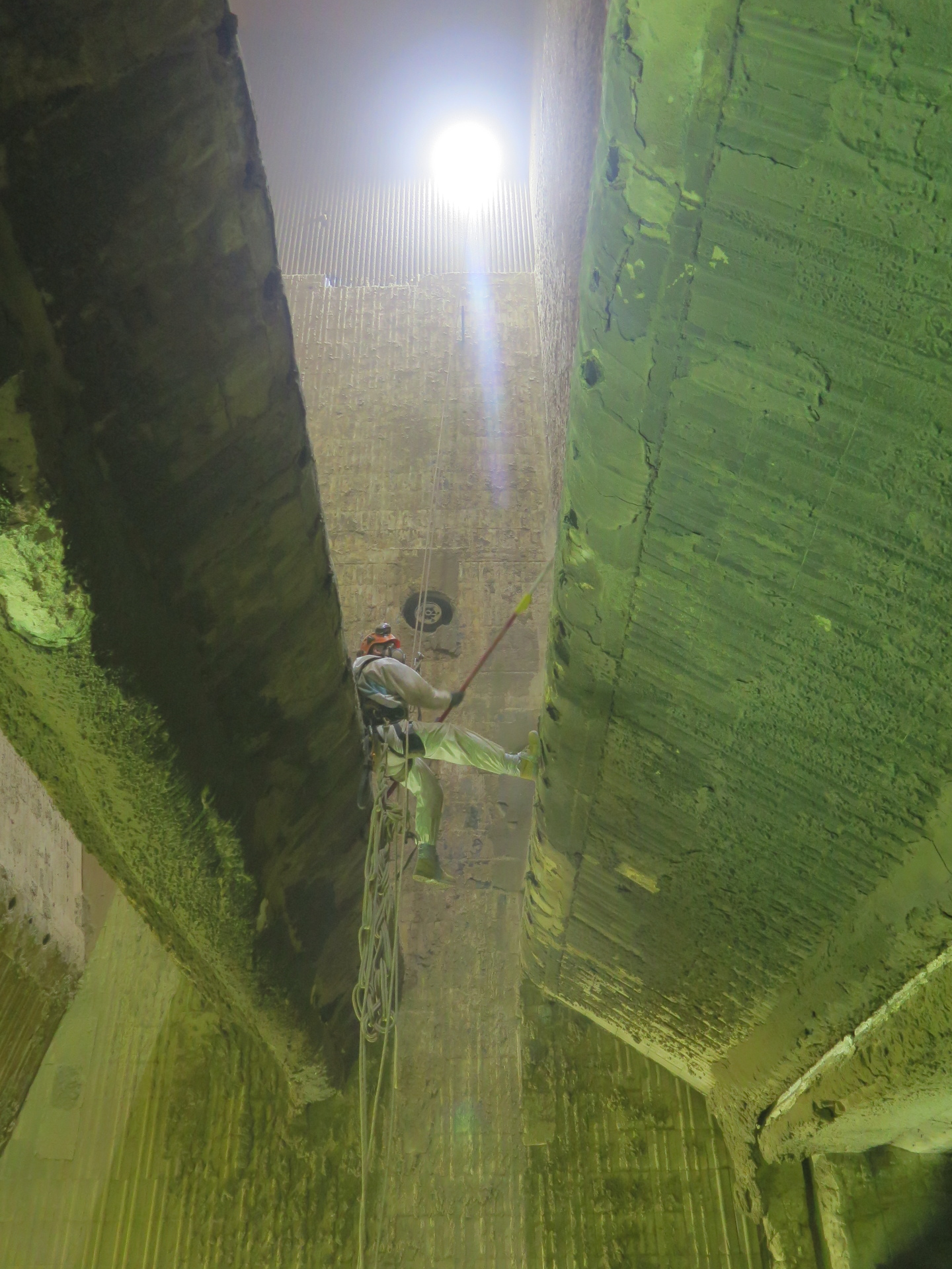 <Aspect3Sixty Confined Space Clinker Removal Using Industrial Rope Access>