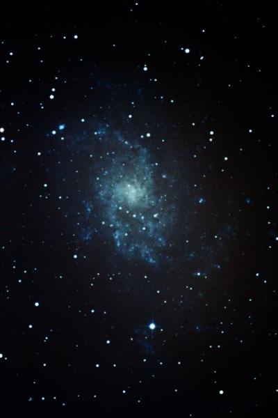 Galaxia del Triángulo M33. Skywatcher 150/750 sobre NEQ3-2. 33 minutos de exposición en varias sesiones desde entorno urbano. Calibrada por darks y flats.
