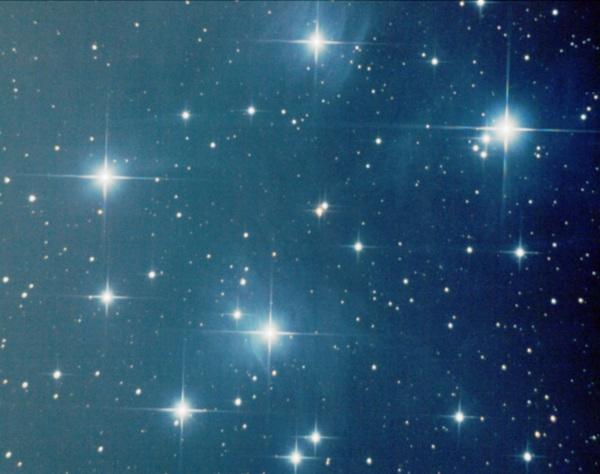 Cúmulo abierto de las Pléyades M45. Skywatcher 150/750 sobre NEQ3-2. 42 minutos de exposición. Calibrada por darks y flats.