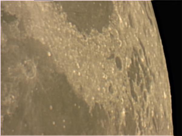 Luna fotografiada con Webcam SPC900NC Barlow 3x sobre SW 150/750.