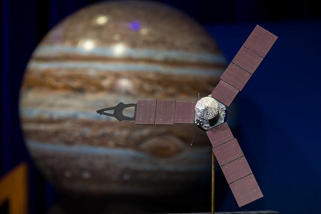 Modelo de la sonda espacial Juno. Créditos: NASA/Aubrey Gemignani (NHQ201606300011)