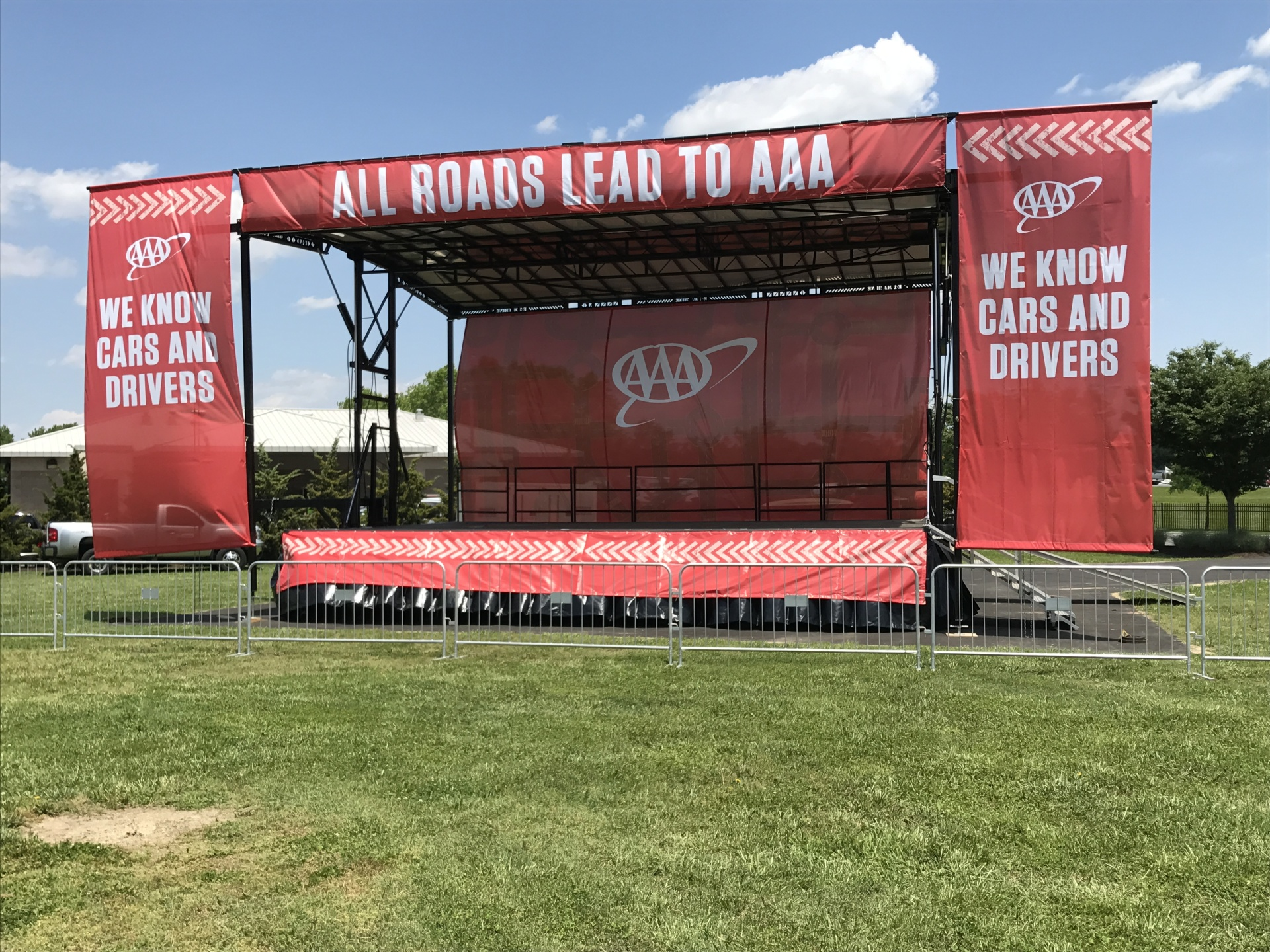 32 x 24 Mobile Concert Stage with Banner Package