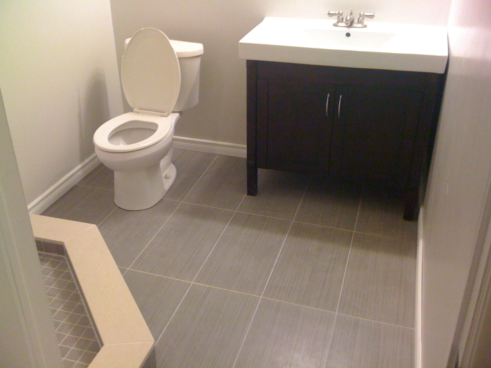 Bathroom floor in porcelain
