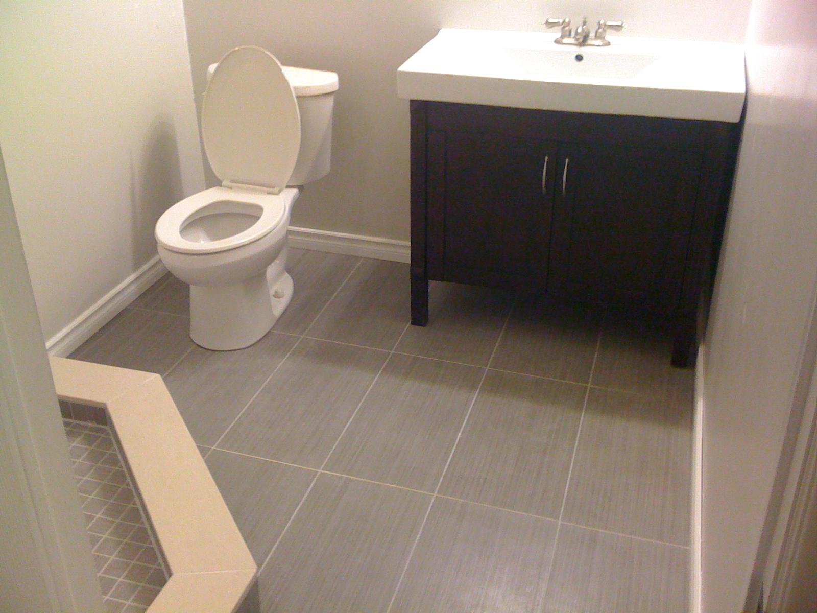 Bathroom floor in porcelain