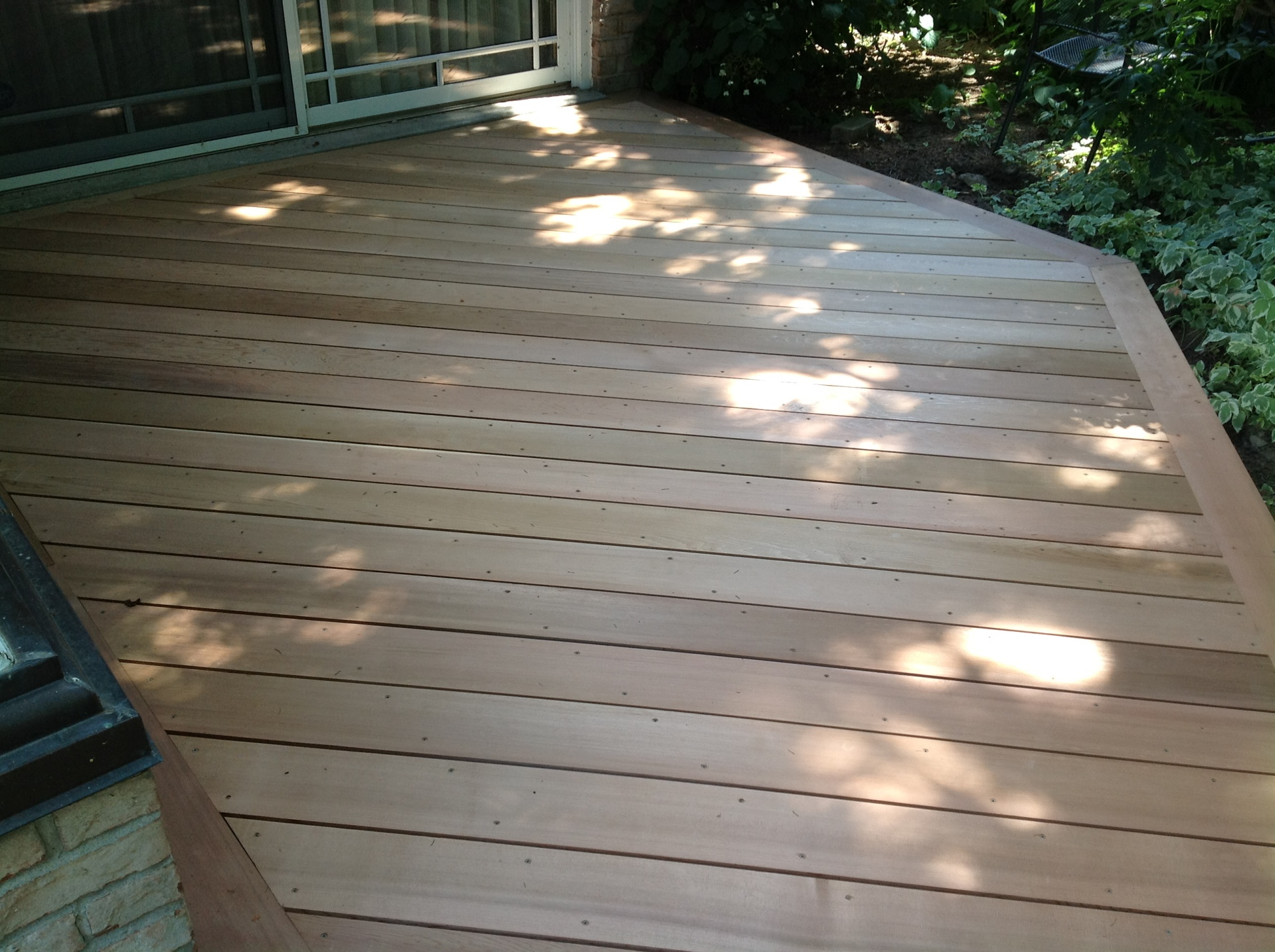 Cedar deck with diagonal design
