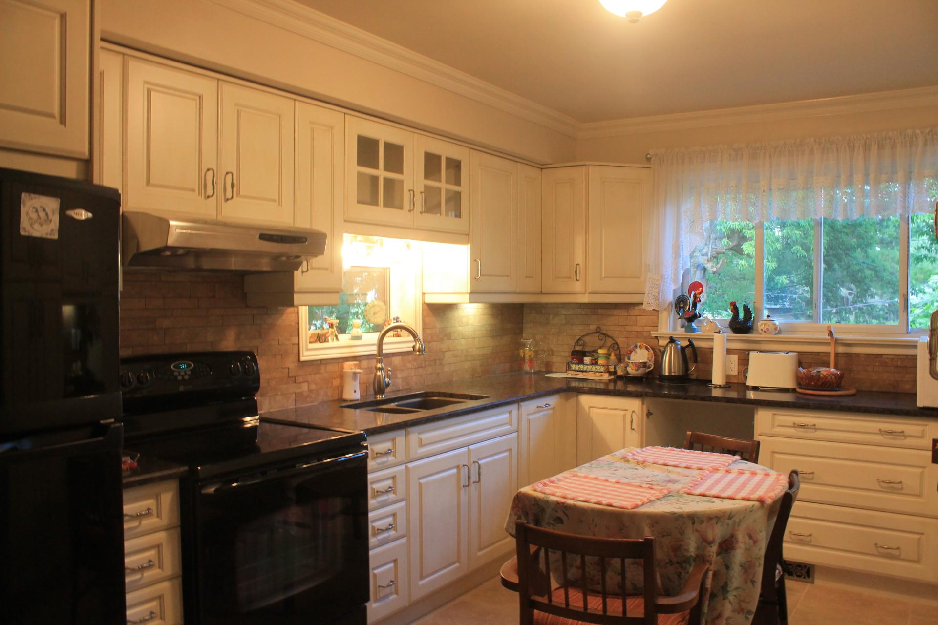 Kitchen cabinets Backsplash