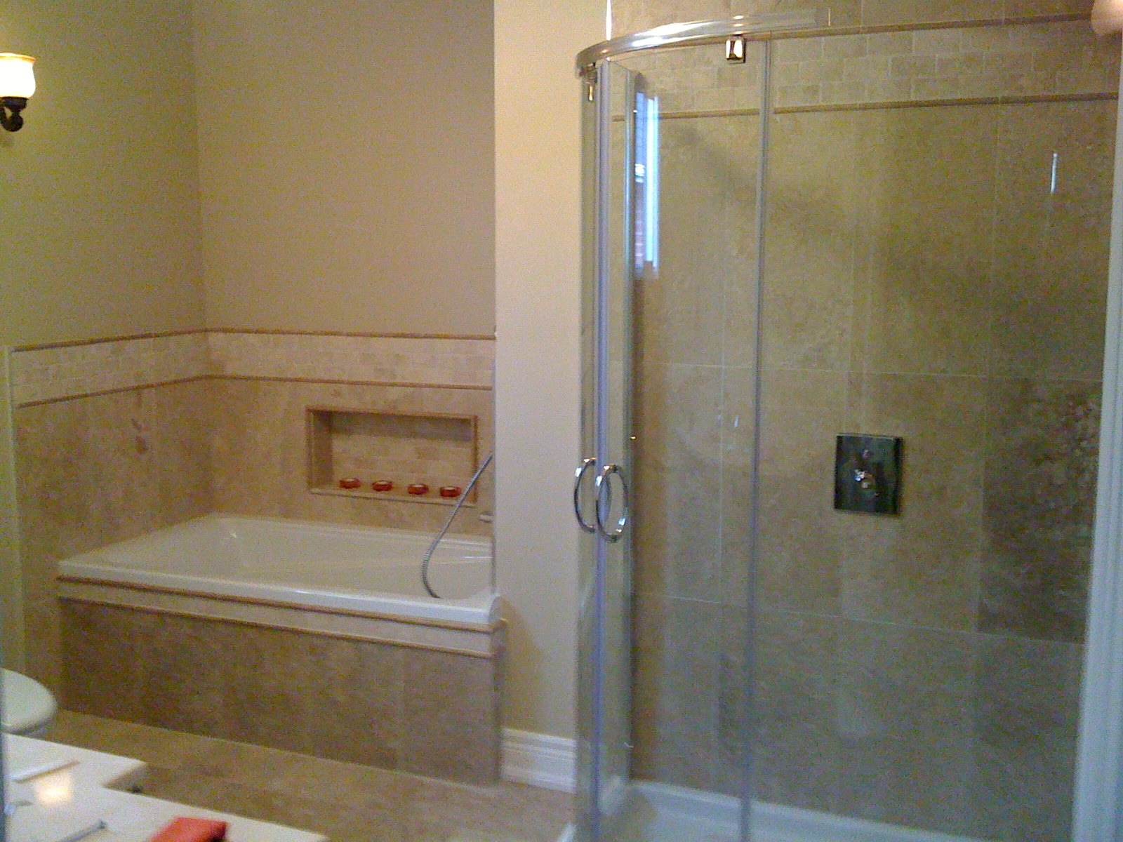 4 piece bathroom tiled in travertine