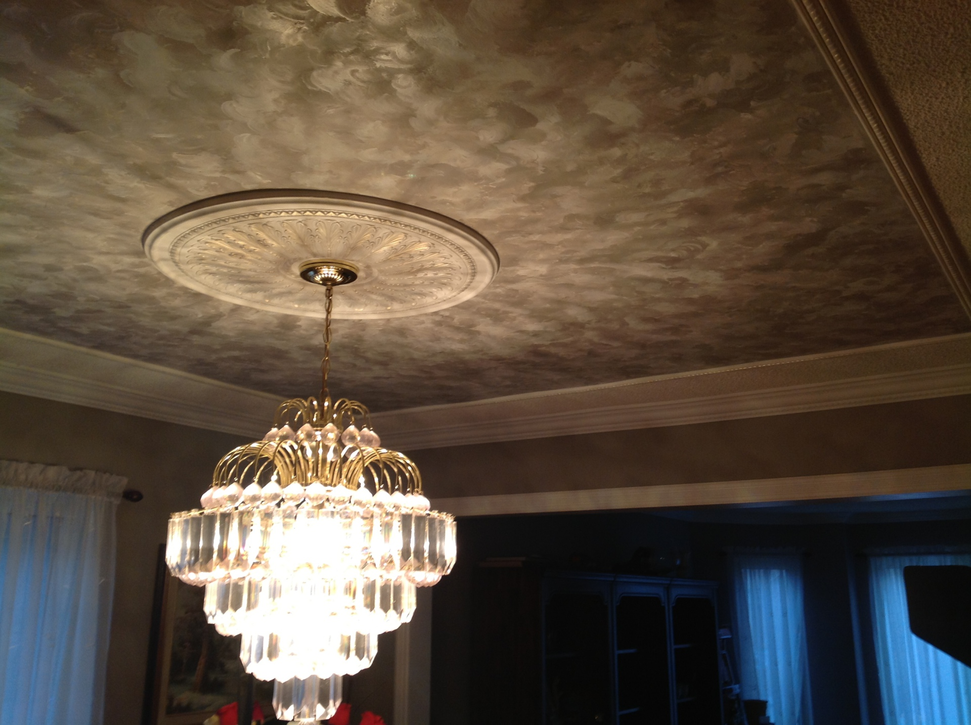 Texture Ceiling with Medallion