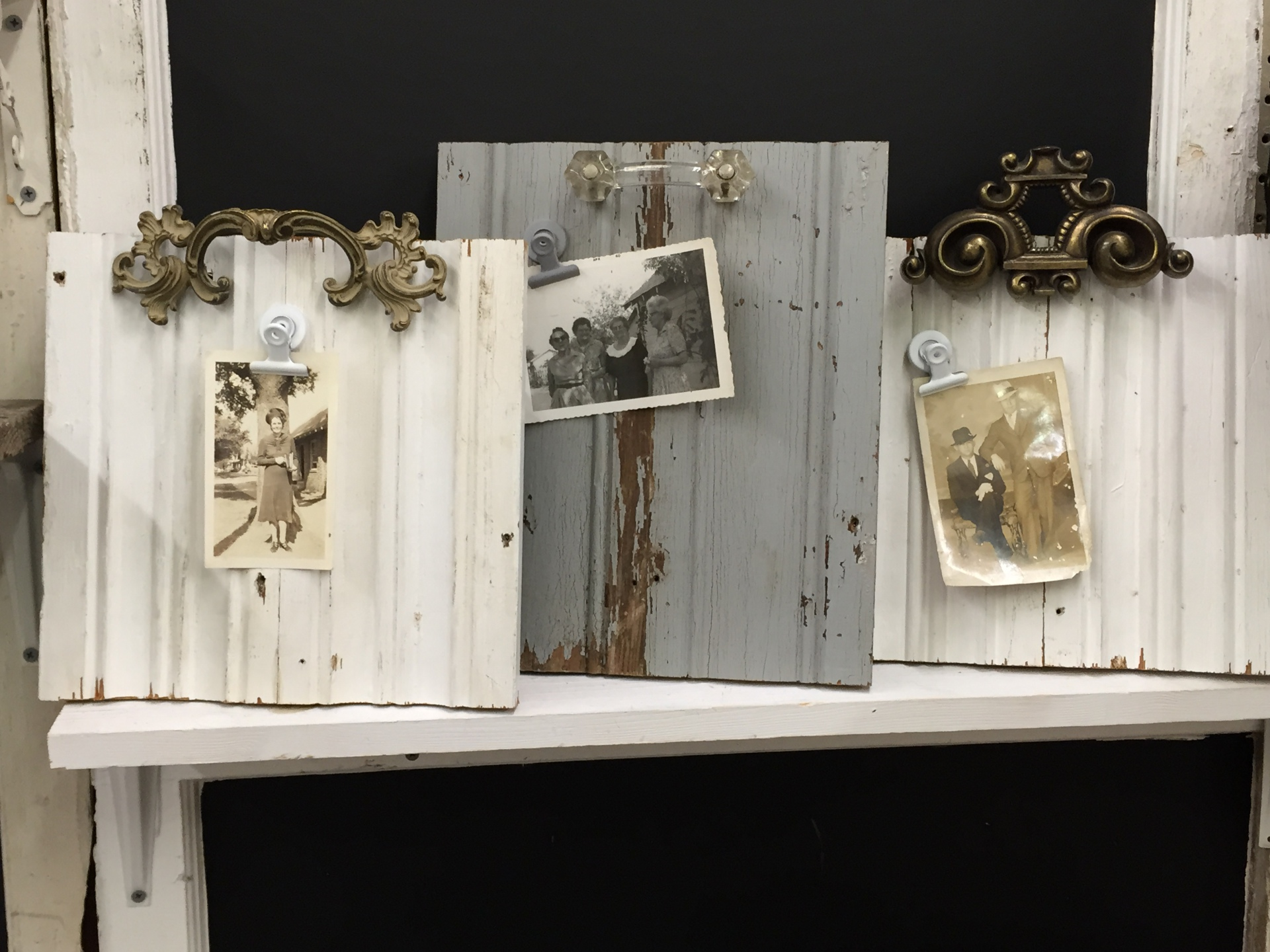 Distressed Wood Photo Easel