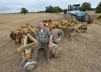 Thousands back tenant farmer in eviction dispute