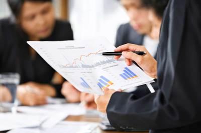 hospital executive analysing data