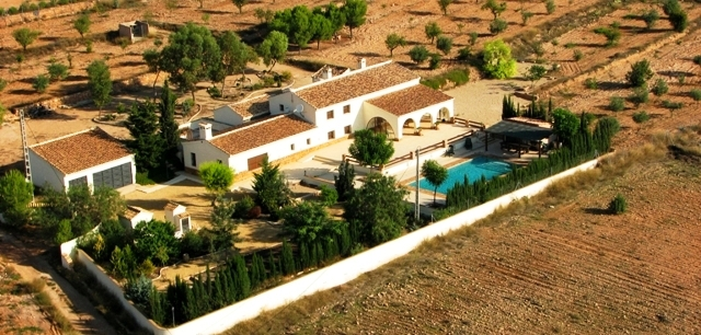 Beautiful large farm house on 10,000m2 of land