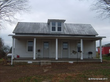 Renovating an old farmhouse in Portland, TN