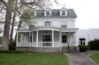 Colonial Revival Features