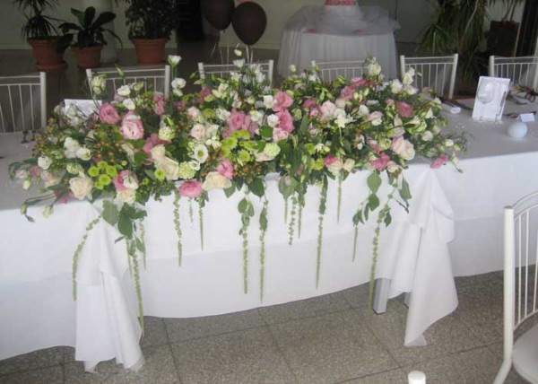 pink & white top table decoration