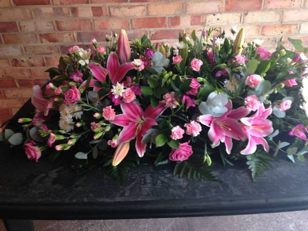 pink & white casket flowers