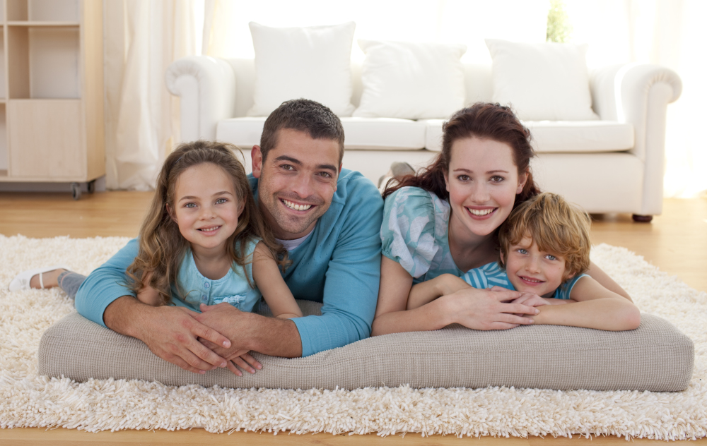 Carpet cleaning : family in area rug