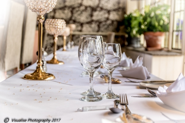 WEDDING TABLES AT THE BAYTREE HOTEL BURFORD WEDDING PHOTOGRAPHY OXFORDSHIRE