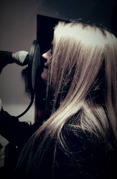 Mia - Vocals (15yrs)