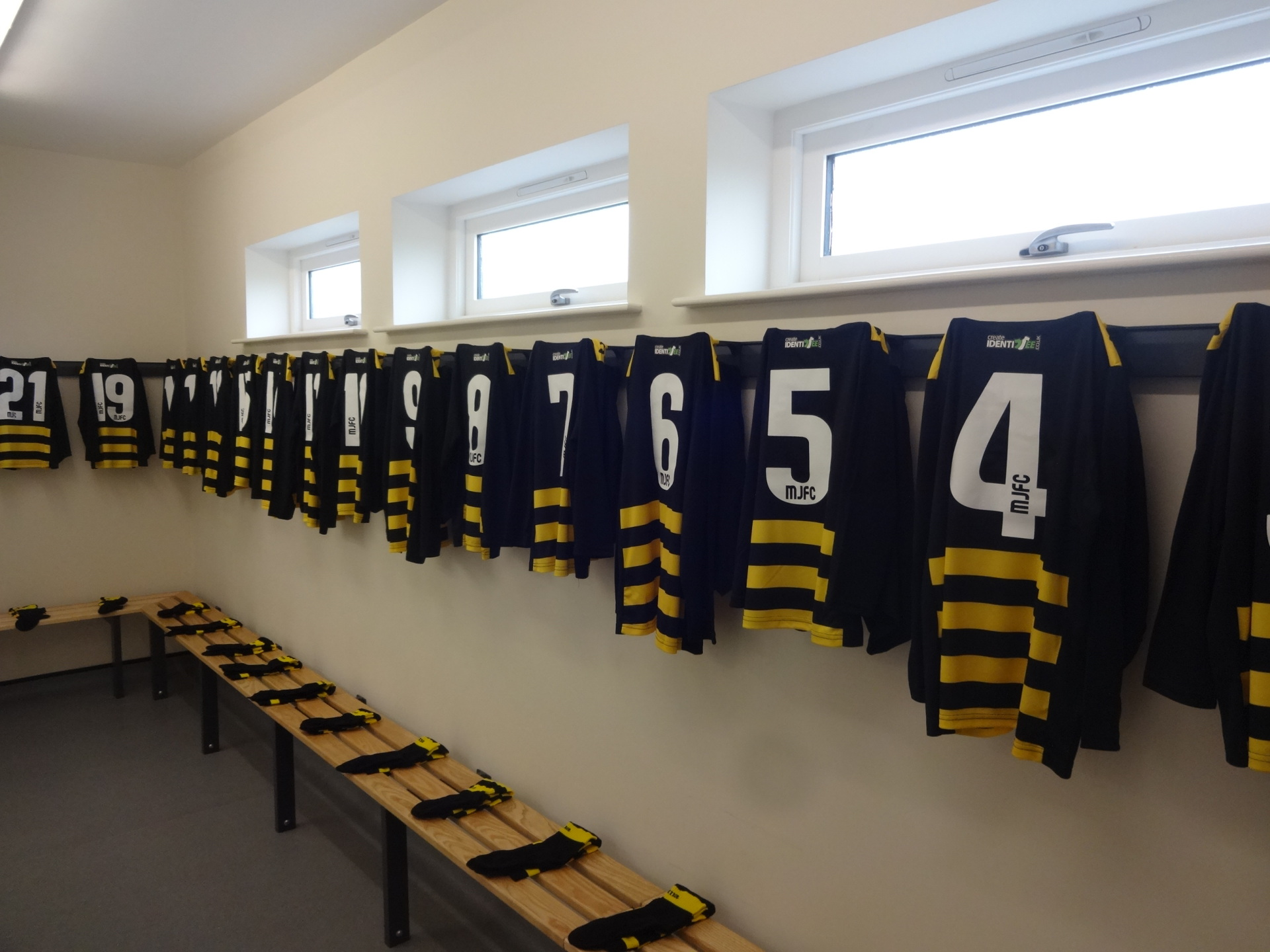 Changing Rooms - Home and Away