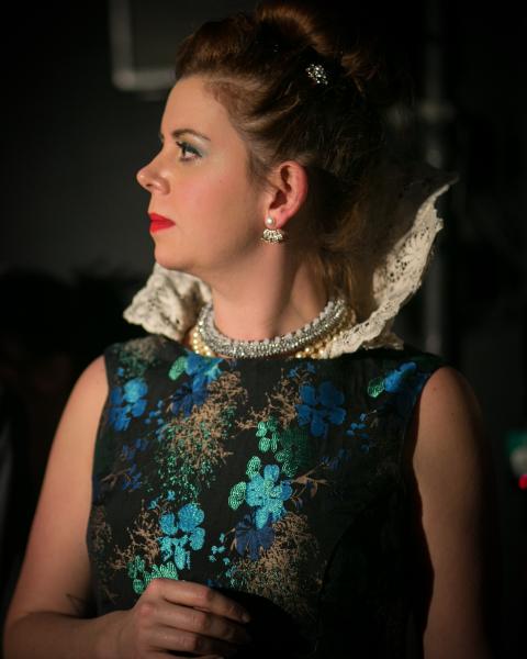 Queen Elizabeth (Kate Sawyer)