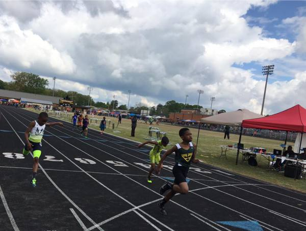 Cameron coming in 2nd place in the 400 meters.